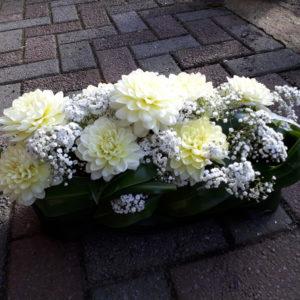Modern bloemstuk met blad